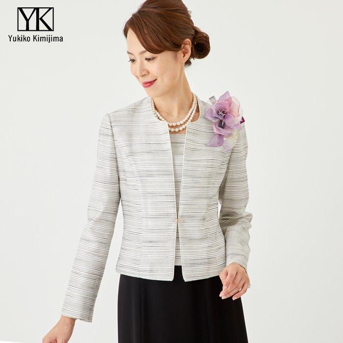 b74289e173238 また、留袖に用いられる金糸や銀糸の光沢も同様です。 日本のホテルや式場はもちろん、外資系ホテルの挙式・披露宴の場合も安心してご着用くださいませ。